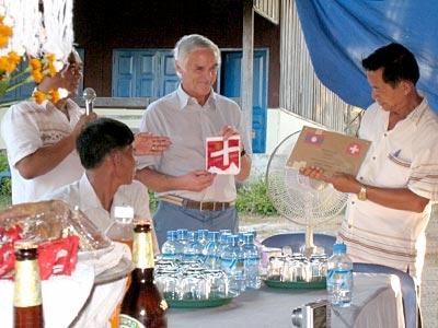 Präsident Alois Knüsel bei der Übergabe der Erinnerungstafel
