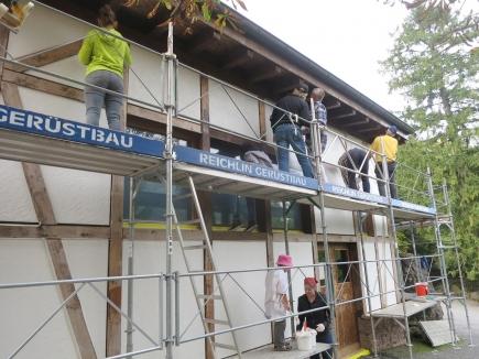 Malereinsatz der Rotarier/-innen beim Betriebsgebäude